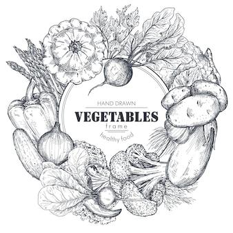 Cornice con verdure di fattoria vettoriali disegnate a mano in stile schizzo composizione bordo rotondo