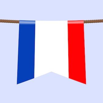 Le bandiere nazionali della francia appendono sulla corda il simbolo del paese nel gagliardetto appeso alla corda. illustrazione vettoriale realistico.