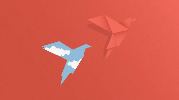 Concetto di libertà. uccello di carta che vola da una carta rossa.