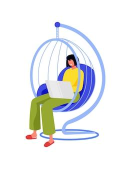 Le persone freelance lavorano alla composizione con un personaggio femminile seduto su una sedia sospesa con un computer portatile