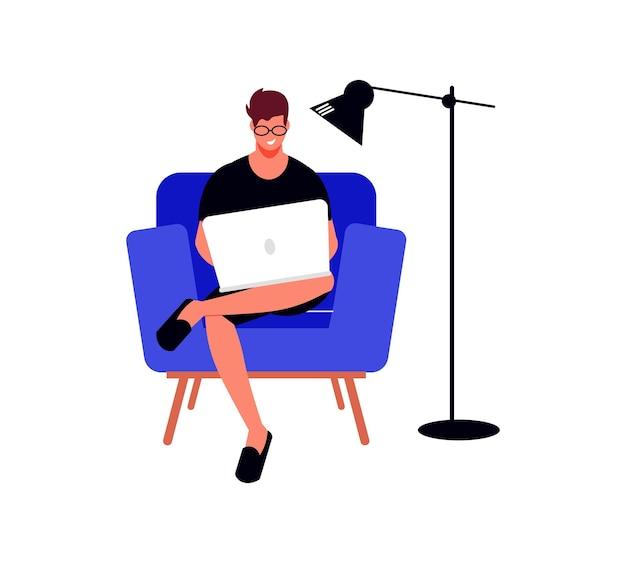 Le persone freelance lavorano alla composizione con il carattere umano maschile con il laptop in poltrona