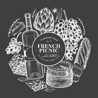 Modello francese di progettazione dell'illustrazione dell'alimento. illustrazioni disegnate a mano del pasto di picnic sul bordo di gesso. spuntino e vino differenti di stile incisi. sfondo di cibo vintage.