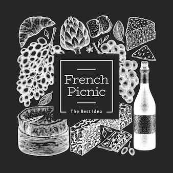 Illustrazione di cibo francese. illustrazioni disegnate a mano del pasto di picnic di vettore sul bordo di gesso. spuntino e vino incisi in stile diverso. cibo vintage.