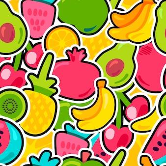 Frutti estivi di frutti di bosco freschi mix modello senza soluzione di continuità. ananas dipinto luminoso, contesto arancione. ciliegie kiwi e avocado divertenti con contorno nero. stampa per bambini. cartoon piatto illustrazione vettoriale