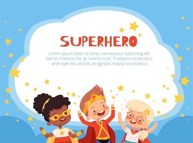 Divertenti personaggi supereroi bambini su uno sfondo blu con stelle e posto per il testo.
