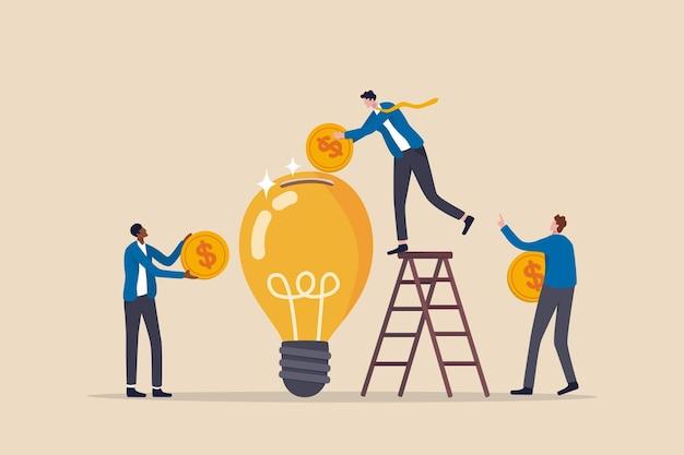 Idea di raccolta fondi, finanziamento di nuovi progetti innovativi, donazioni, investimenti o capitale di rischio vc per supportare il concetto di idea di avvio, gli uomini d'affari donano o contribuiscono alla raccolta di fondi per un nuovo progetto di lampadina.