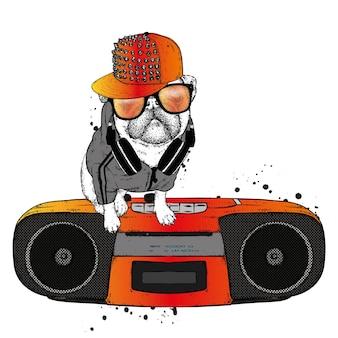 Cane divertente in un berretto e occhiali
