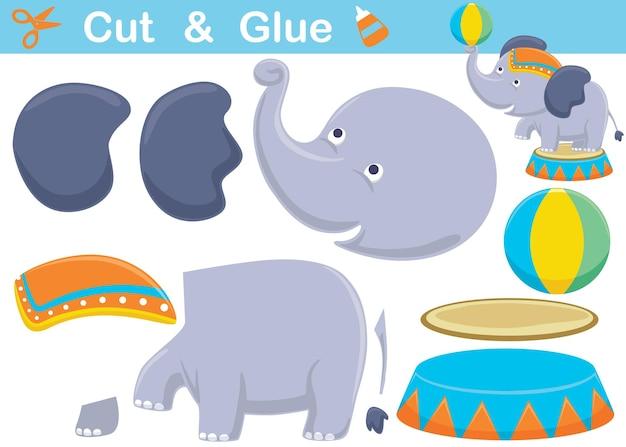 Fumetto divertente dell'elefante che gioca palla nello spettacolo circense. ritaglio e incollaggio