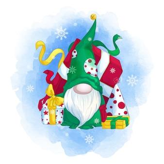 Gnomo divertente in un cappello verde con un albero di natale e regali.