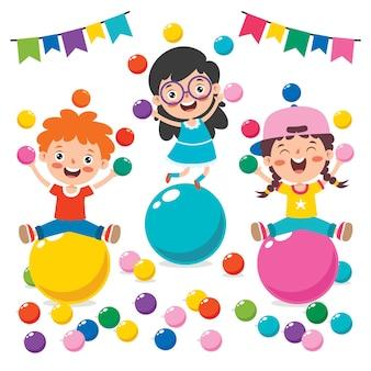 Bambino divertente che gioca con le palline colorate