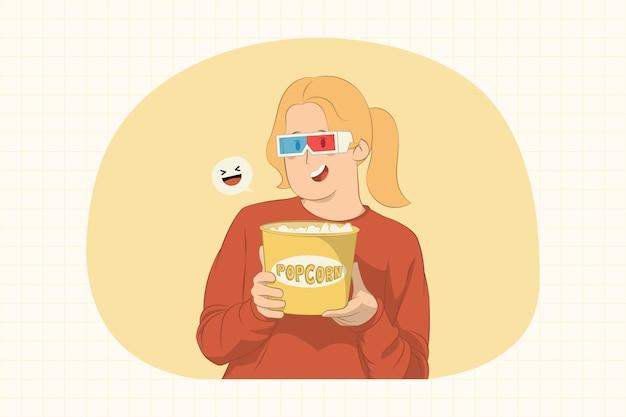 Giovane donna divertente che guarda film di film che tiene secchio del concetto di popcorn
