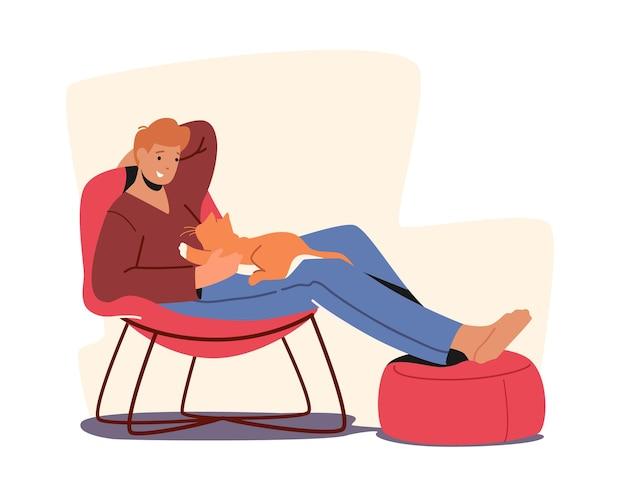 Design di mobili, tempo libero rilassante. uomo che riposa su una sedia con il suo gatto