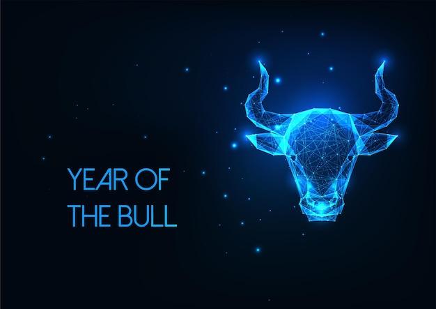 Testa di toro poligonale basso incandescente futuristico, bue, segno oroscopo toro isolato su sfondo blu scuro. design moderno in rete metallica