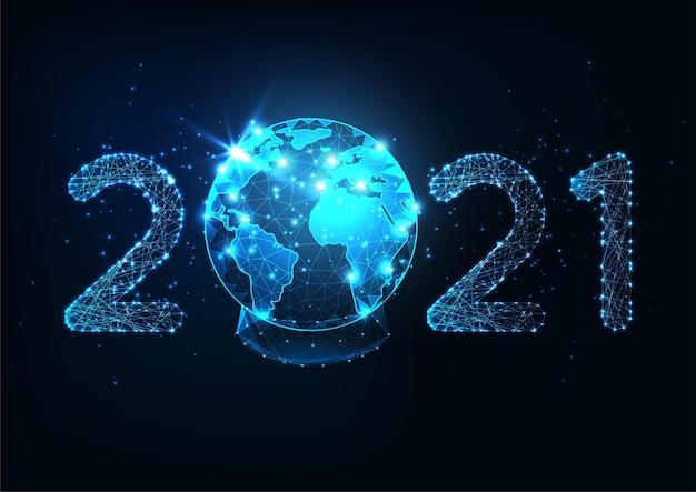 Modello di banner web digitale di nuovo anno futuristico con numero 2021 poligonale basso incandescente e globo di neve del pianeta terra su sfondo blu scuro. design moderno in rete metallica.