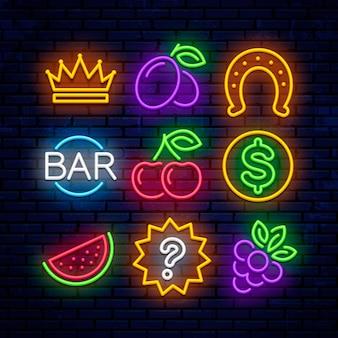 Icone al neon di gioco per casinò. segni per slot machine.