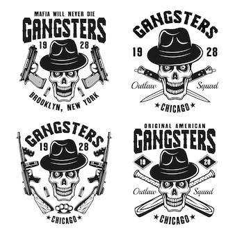Gangsters set di quattro emblemi monocromatici vettoriali, distintivi, etichette o stampe t-shirt con teschio in cappello e arma isolato su sfondo bianco