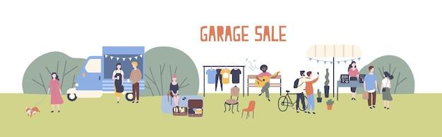 Vendita di garage o festival all'aperto con furgone alimentare, uomini e donne che acquistano e vendono merci al parco