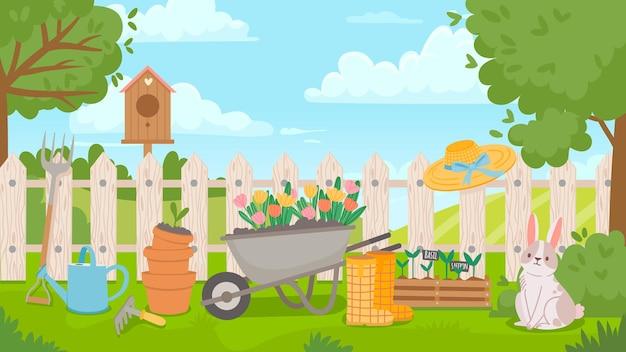 Paesaggio del giardino con strumenti. poster di primavera del fumetto con cortile e recinzione, carriola, fiori, piantine e vasi. concetto di vettore di giardinaggio. casetta per uccelli, stivali di gomma e annaffiatoio sull'erba