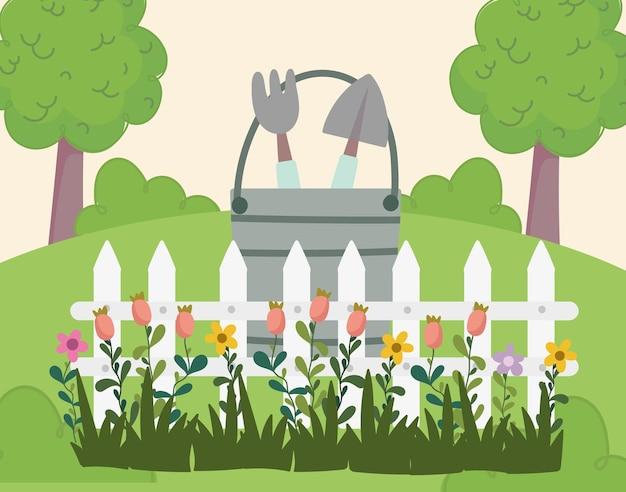 Giardinaggio, secchio con recinzione rastrello pala e illustrazione di erba fiori