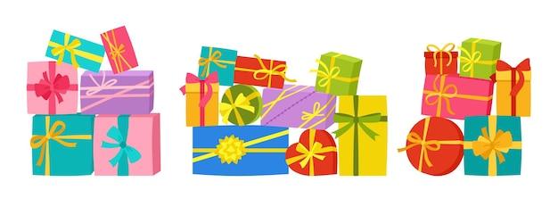 Pila di scatole regalo con nastro regalo di compleanno regalo montagna sorpresa per le vacanze