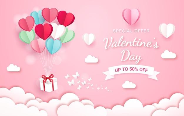 Confezione regalo con palloncino su stile taglio carta cielo. sfondo di carta di san valentino.