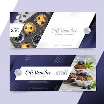 Modello del buono regalo con foto di muffin