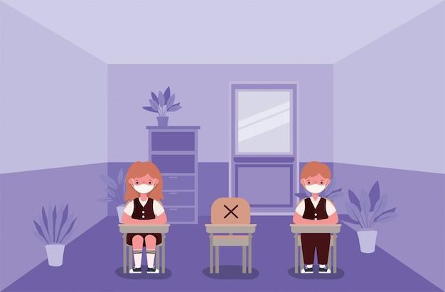 Bambini del ragazzo e della ragazza sugli scrittori con le maschere mediche all'aula