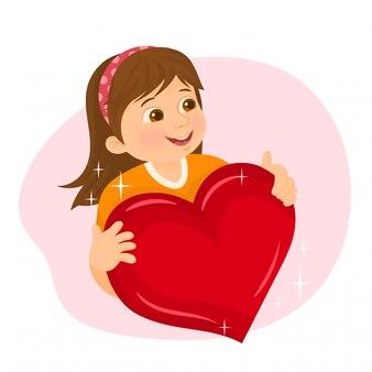 Ragazza che tiene un cuore rosso in sue mani