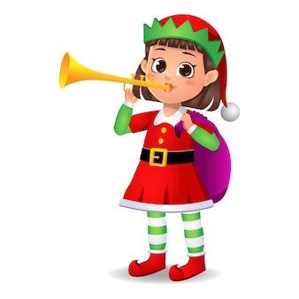 Ragazza ragazzino in abito da elfo suonare uno strumento musicale