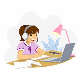 Ragazza che impara la scuola in linea dall'attività domestica, studia davanti a un laptop