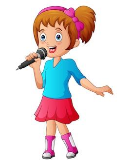 La ragazza canta una canzone in un microfono su uno sfondo bianco