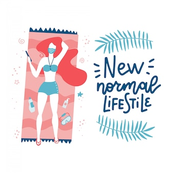 La ragazza prende il sole sulla spiaggia in una maschera. citazione scritta - nuovo stile di vita normale. disegnato a mano piatta.