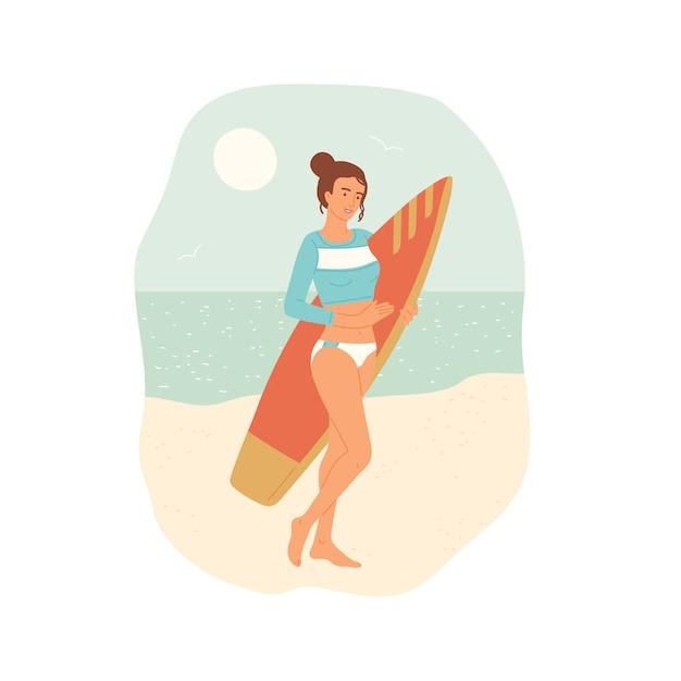 Ragazza in costume da bagno con tavola da surf si trova sulla spiaggia sullo sfondo dell'oceano.