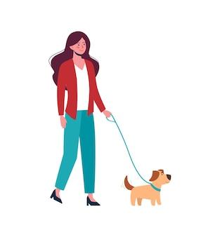Ragazza che cammina con il cagnolino