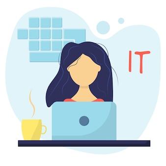 Una ragazza che lavora come programmatrice la donna lavora nella sfera it