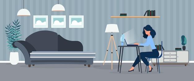 La ragazza lavora a un laptop in un ufficio elegante. uno studio, un computer, un divano, un armadio, una libreria con libri, quadri alle pareti. lavoro a casa.