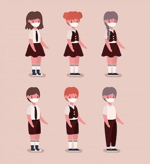 Ragazze e ragazzi bambini con uniformi e maschere mediche