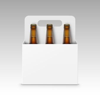 Bottiglie di birra in vetro marrone con confezione bianca