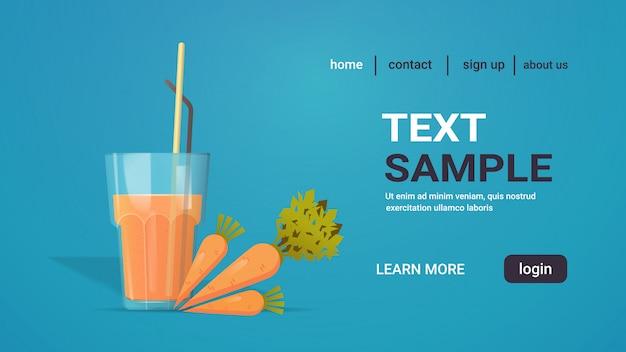 Bicchiere di succo di carota fresca con paglia e verdure intere copia spazio orizzontale