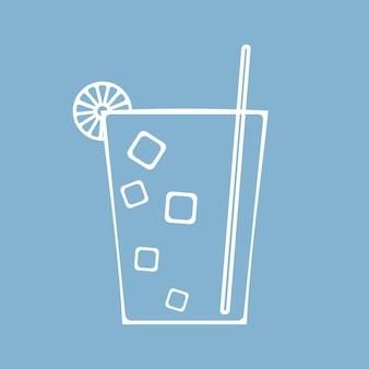 Bicchiere di succo, cocktail o soda con ghiaccio e cannuccia