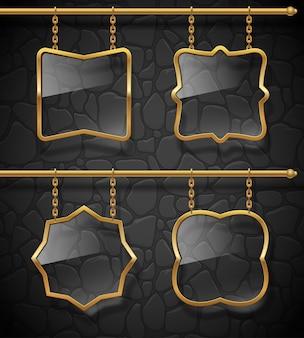 Insegne di vetro in cornici dorate appese a catene