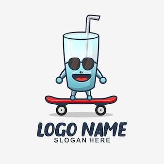 Disegno del logo del personaggio mascotte carino skateboard di vetro