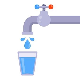 Bicchiere d'acqua dal rubinetto su uno sfondo bianco