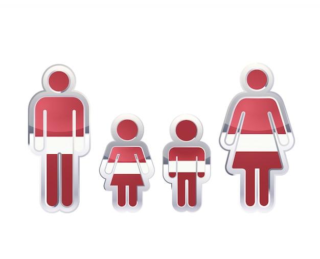 Icona lucida del distintivo del metallo nelle forme dell'uomo, della donna e dei bambini con la bandiera della lettonia, elemento infographic su bianco