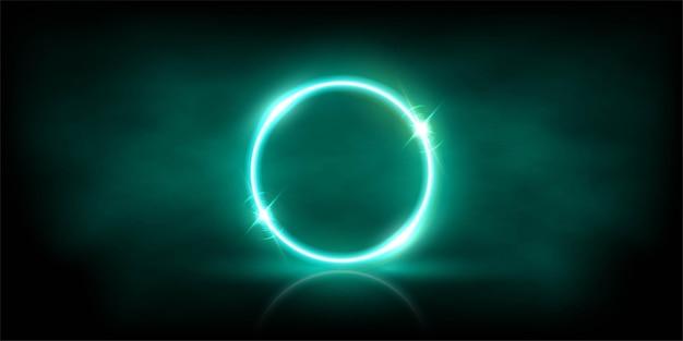 Incandescente cerchio azzurro al neon con scintillii in nebbia sfondo astratto.