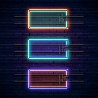 Incandescente al neon doppie cornici rettangolari su sfondo muro di mattoni scuri. set di banner di luce al neon. cartello bagliore realistico. illustrazione vettoriale. bordi luminosi per posto vuoto per testo o iscrizione.