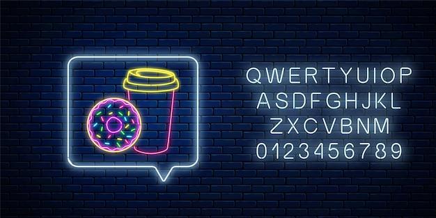 Insegna al neon incandescente di ciambella e tazza di caffè nel riquadro di notifica del messaggio con alfabeto. simbolo del cibo.