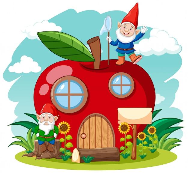 Gnomi e casa di mele rossa in stile cartone animato sullo sfondo del cielo