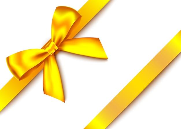 Fiocco regalo realistico in oro con nastro orizzontale isolato su sfondo bianco