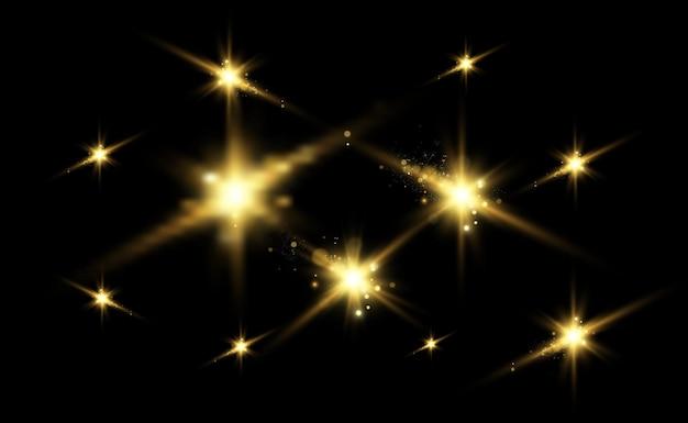 Scintille d'oro, magia, effetto di luce brillante su uno sfondo trasparente.